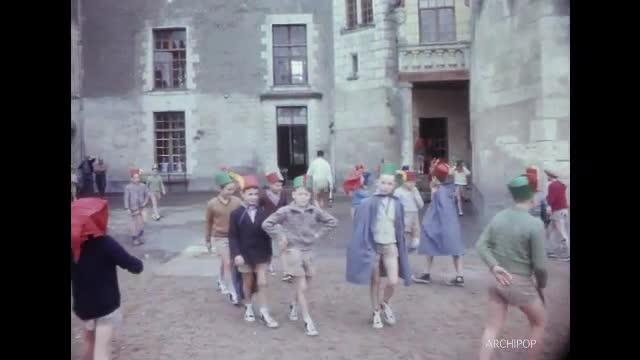 Une vie de château - Colonie de vacances à Montsabert