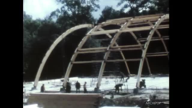 Montage du gymnase - juin 1967
