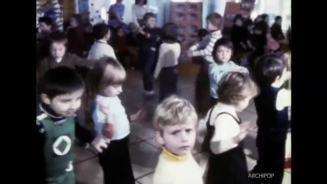 Spectacle 1975 - école maternelle Dumoulin Noël