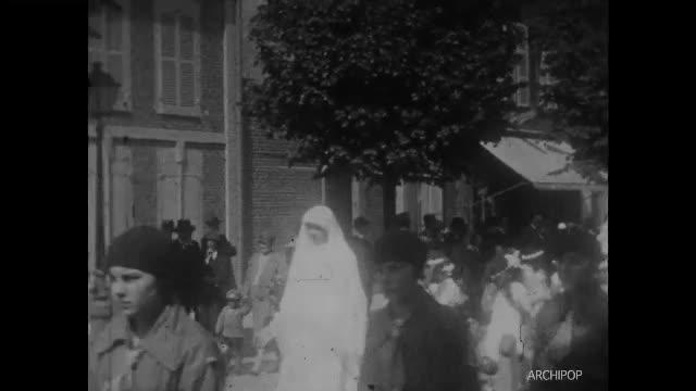 Procession Rue - Pentecôte 1929 - Vol d'auto